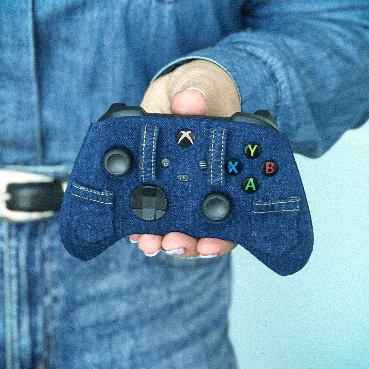 Xbox加拿大官方晒特殊手柄设计:手柄中的牛仔裤